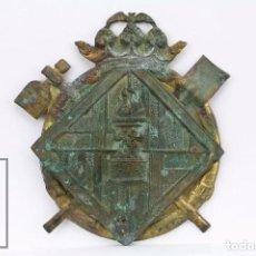 Carteles: PLACA / CHAPA DE METAL EN RELIEVE - ANTIGUO ESCUDO DE BOMBEROS DE BARCELONA - MEDIDAS 9 X 10 CM. Lote 89728836