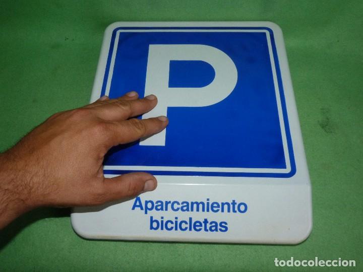 Carteles: Genial cartel APARCAMIENTO BICICLETA VIDRIO señal bici ciclismo VINTAGE fixie años 80 - Foto 8 - 93868435