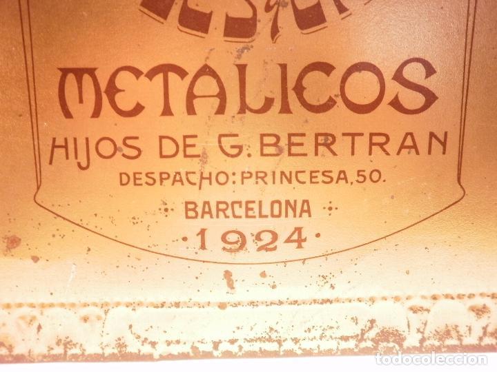 Carteles: LAMINA DE METAL.REPRESENTA REBECA Y ELIEZER DE MURILLO. OBSEQUIO DE AÑO NUEVO-1924-.CARTELES Y ENVA - Foto 4 - 95300207