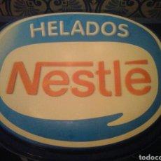Carteles: CARTEL PUBLICIDAD HELADOS NESTLE, DE PLÁSTICO. Lote 96881592