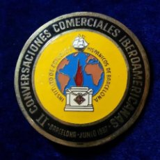 Carteles: INSIGNIA AGUJA ESMALTADA INSTITUTO DE ESTUDIOS HISPANICOS DE BARCELONA JUNIO 1967. Lote 100249323