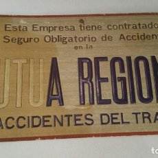Carteles: CARTEL CARTON DURO MUTUA REGIONAL DE ACCIDENTES DE TRABAJO 32X15 CM. Lote 107682491
