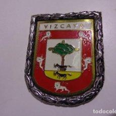 Carteles: CHAPA PLACA DE VIZCAYA CON MARCO METALICO AÑOS 60. Lote 110422151