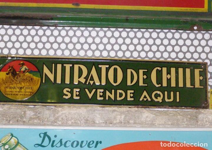 CHAPA NITRATO DE CHILE. SE VENDE AQUÍ (69,5X16,5 CMS). AÑOS 1930S. MUY RARA. (Coleccionismo - Carteles y Chapas Esmaltadas y Litografiadas)