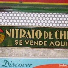 Carteles: CHAPA NITRATO DE CHILE. SE VENDE AQUÍ (69,5X16,5 CMS). AÑOS 1930S. MUY RARA.. Lote 111528375