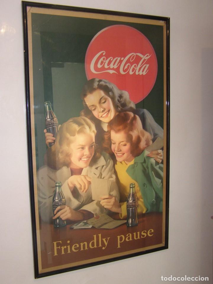 IMPRESIONANTE CARTEL COCA-COLA ORIGINAL DE 1948 (FRIENDLY PAUSE). USA (Coleccionismo - Carteles y Chapas Esmaltadas y Litografiadas)
