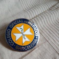 Carteles: PLACA COLEGIO OFICIAL MEDICOS BARCELONA NUMERADA NUMERO BAJO EXCELENTE ESTADO DIFICIL. Lote 112422191