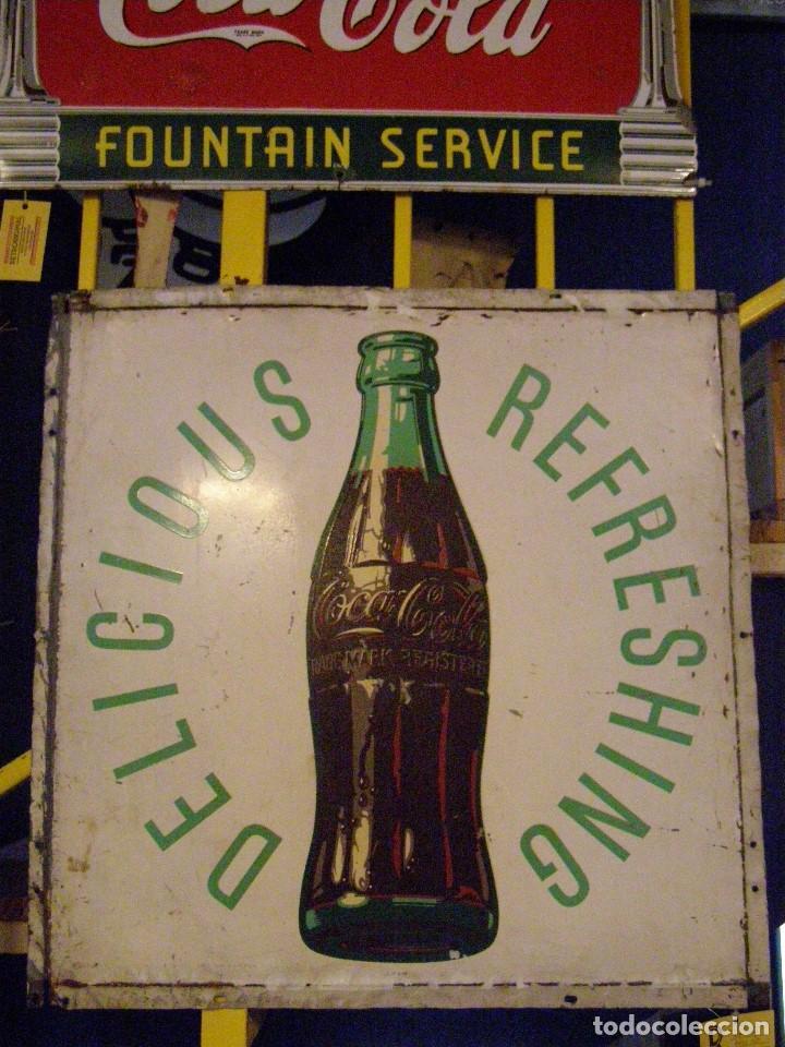 DIFÍCIL CHAPA COCA-COLA DRINK COCA-COLA DELICIOUS & REFRESHING. USA ORIGINAL DE 1950S (Coleccionismo - Carteles y Chapas Esmaltadas y Litografiadas)