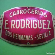 Carteles: ANTIGUA PUBLICIDAD EN ALUMINIO. CARROCERÍAS E. RODRIGUEZ. DOS HERMANAS. SEVILLA. M 8,5X6 CM. Lote 114304383