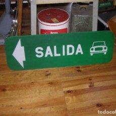 Carteles: ANTIGUO LETRERO SALIDA COCHES METACRILATO. MEDIDAS: 103X34CMS. Lote 115412931