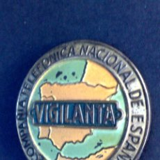 Carteles: INSIGNIA ANTIGUA,ESMALTADA DE VIGILANTA DE TRAFICO,DE LA COMPAÑIA TELEFÓNICA DE ESPAÑA (DESCRIPCÍON). Lote 115561423