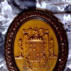 Carteles: ORIGINAL ESCUDO OFICIAL DE ESPAÑA,REALIZADO EN ESCAYOLA POLICROMADO,UNA-GRANDE-LIBRE,ÉPOCA FRANCO.. Lote 115566747