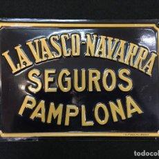 Carteles: CHAPA PUBLICITARIA DE SEGUROS. LA VASCO-NAVARRA. SEGUROS. PAMPLONA. G. DE ANDREIS. M.E. BADALONA.. Lote 117763019