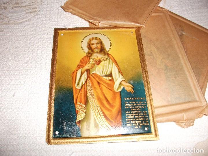 CHAPA SAGRADO CORAZON DE JESUS, BENDECIRE LAS CASAS, MIDE 15 X 11,5 CM. J. GARCIA GUTIERREZ (Coleccionismo - Carteles y Chapas Esmaltadas y Litografiadas)