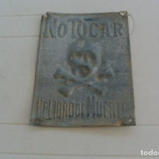 Carteles: CARTEL DE METAL ,NO TOCAR PELIGRO DE MUERTE . Lote 128814119