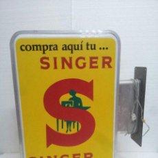 Carteles: ANTIGUO CARTEL LUMINOSO SINGER. Lote 130038483