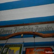 Carteles: (M) CARTEL , PANEL DE CRISTAL CON MARCO DE MADERA - LICORES - ALCOHOLES - ANISADOS , AÑOS 20 ,. Lote 130261014