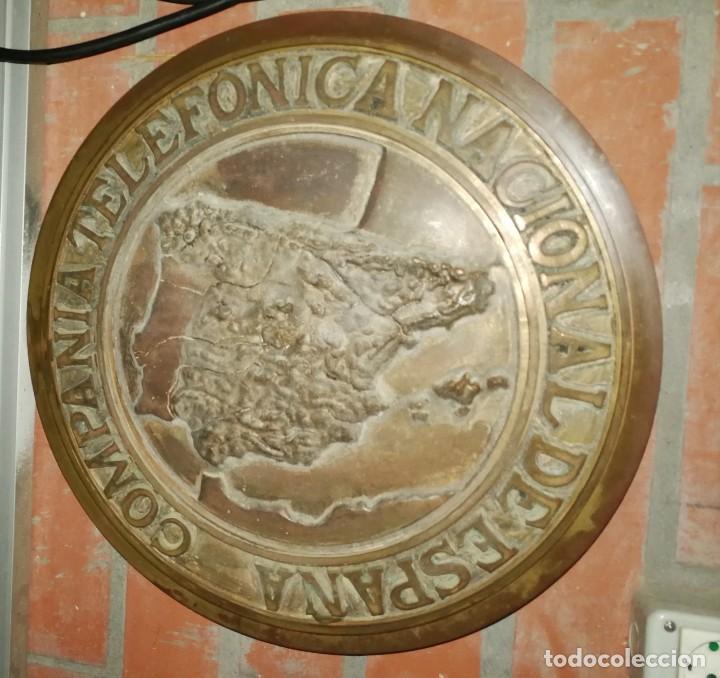 ANTIGUA PLACA DE TELEFÓNICA EN BRONCE CTNE ,PRIMER MODELO SIN ISLAS CANARIAS BRONCE 12KG 43 CM. (Coleccionismo - Carteles y Chapas Esmaltadas y Litografiadas)