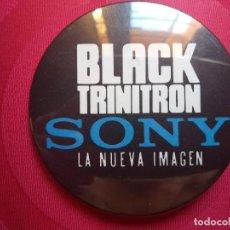 Carteles: CHAPA PUBLICIDAD SONY BLACK TRINITRON - LA NUEVA IMAGEN. Lote 132503862