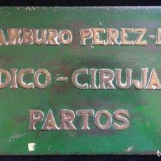 Carteles: ANTIGUO ROTULO DE MEDICO-CIRUJANO. PLACA DE HIERRO CON LETRAS DE BRONCE O LATON. Lote 133204498