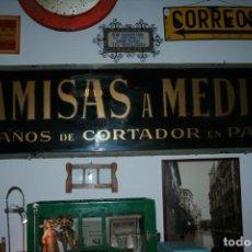 Carteles: LETRETO EN CRISTAL CAMISAS A MEDIDAS,10 AÑOS DE CORTADOR EN PARIS.1922 BARNA.BARCELONA. 200X50 CMS. Lote 133341310