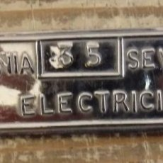 Carteles: RARISIMA CHAPA DE PECHO DE COMPAÑIA SEVILLANA DE ELECTRICIDAD,90X25MM. Lote 140481058