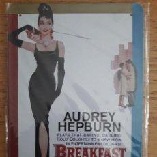 Carteles: PLACA AUDREY HEPBURN, BREAKFAST AT TIFFANY'S, REPRODUCCIÓN / NUEVO - PRECINTADO. Lote 142297402