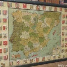 Carteles: ANTIGUO MAPA DE ESPAÑA DE CHAPA, PUBLICIDAD SERVUS Y KAOL, ENMARCADO. Lote 144335361