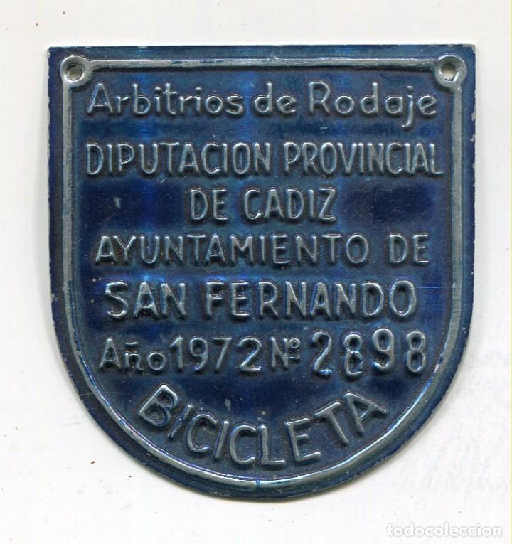 SAN FERNANDO -CADIZ- CHAPA ARBITRIO DE RODAJE DE BICICLETA AÑO 1972 (Coleccionismo - Carteles y Chapas Esmaltadas y Litografiadas)