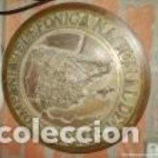 Carteles: ANTIGUA PLACA DE TELEFÓNICA EN BRONCE CTNE ,PRIMER MODELO SIN ISLAS CANARIAS BRONCE 12KG 43 CM. . Lote 147835630