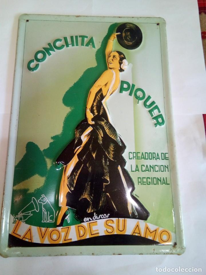 CHAPA ESMALTADA CONCHITA PIQUER/LA VOZ DE SU AMO (Coleccionismo - Carteles y Chapas Esmaltadas y Litografiadas)