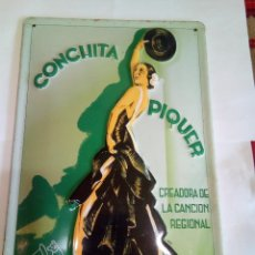 Carteles: CHAPA ESMALTADA CONCHITA PIQUER/LA VOZ DE SU AMO. Lote 150080614