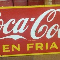 Carteles: CHAPA ESMALTADA DE COCA COLA BIEN FRIA, HECHO EN CANADA 1950 MEDIDAS 74 X 31 CM . Lote 151947058