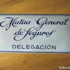 Carteles: MUTUA GENERAL DE SEGUROS-DELEGACION-CHAPA ESMALTADA-ABOMBADA-ANTIGUA-MIDE 30 X 60 CM-VER FOTOS. Lote 155696210