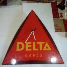 Carteles: RELOJ DE PUBLICIDAD CAFÉ DELTA REALIZADO EN CRISTAL. Lote 155909365