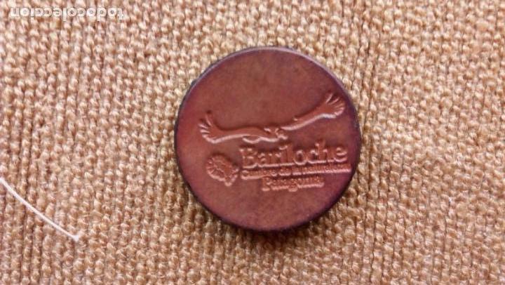 IMAN DE CUERO DE LA CUMBRE DE LA NATURALEZA DE PATAGONIA (Coleccionismo - Carteles y Chapas Esmaltadas y Litografiadas)