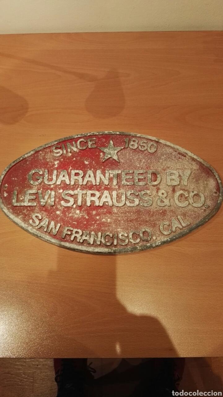 CARTEL METALICO ORIGINAL LEVIS STRAUSS & CO. (Coleccionismo - Carteles y Chapas Esmaltadas y Litografiadas)