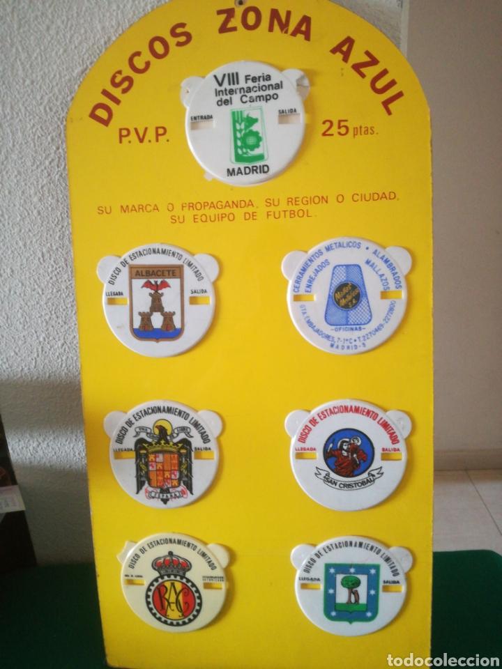 MUESTRARIO DE ANTIGUOS DISCOS DE APARCAMIENTO (Coleccionismo - Carteles y Chapas Esmaltadas y Litografiadas)