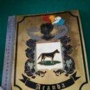 Carteles: PLACA DE LATON CON ESCUDO Y APELLIDO. Lote 160819866