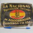Carteles: CHAPA O PLACA EN RELIEVE DE SEGUROS LA NACIONAL. Lote 160859890