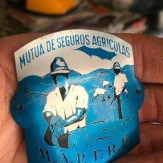 Carteles: PEQUEÑA CHAPA MUTUA DE SEGUROS AGRICOLAS - MAPFRE. Lote 162119682