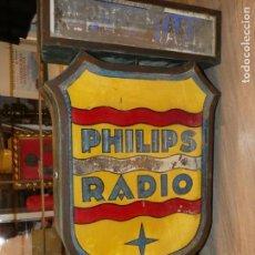 Carteles: UNICO. CARTEL PHILIPS RADIO REPRESENTANTE OFICIAL AÑOS 30/40. CRISTAL, HIERRO Y CINC.44X80 CMS.FOTOS. Lote 165673970
