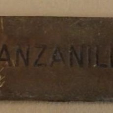 Carteles: ANTIQUISIMA CHAPA DE BODEGA CON LEYENDA MANZANILLA, 12X3 CMS. Lote 168791448