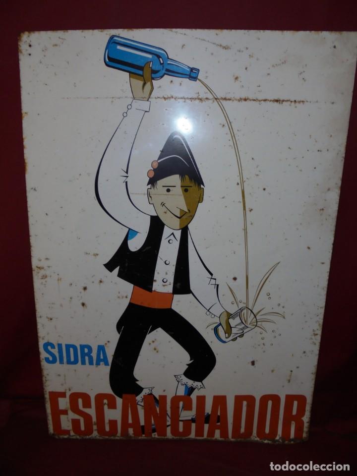MAGNIFICO ANTIGUO GRAN CARTEL EN CHAPA LITOGRAFIADO DE SIDRA ESCANCIADOR (Coleccionismo - Carteles y Chapas Esmaltadas y Litografiadas)