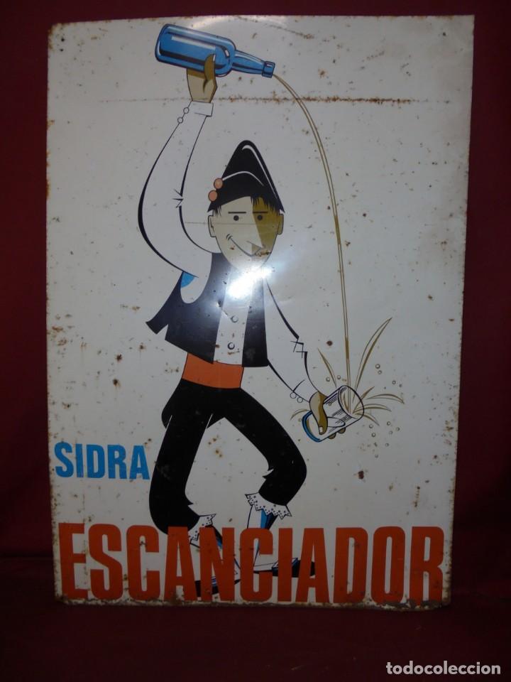 Carteles: magnifico antiguo gran cartel en chapa litografiado de sidra escanciador - Foto 4 - 168927176
