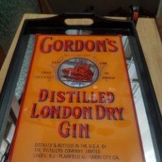 Carteles: BANDEJA CRISTAL Y MADERA GORDON'S GIN. Lote 169195884