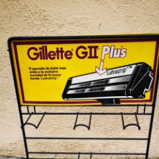Carteles: EXPOSITOR GILLETTE GII METALICO ANTIGUO. Lote 177600129