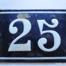 Carteles: CHAPA ESMALTADA ABOMBADA NUMERO 25 PARA CASA O VIVIENDA PPIOS XX 15 X 10 CM. Lote 177801289