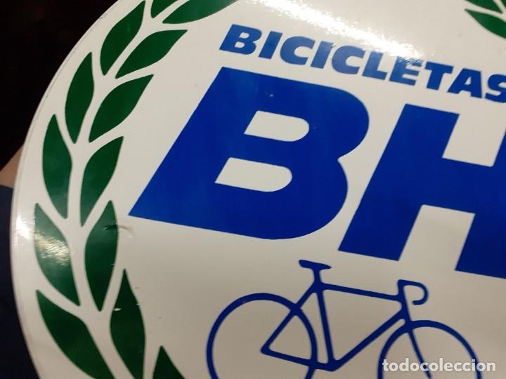 Carteles: Placa publicidad metálica.Bicicletas B H.Reclamo publicitario años 70. - Foto 6 - 177828614
