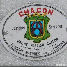 Carteles: ANTIGUA CHAPA CHACON JAMONES SERRANO CUMBRES MAYORES HUELVA ESPAÑA. Lote 178397962